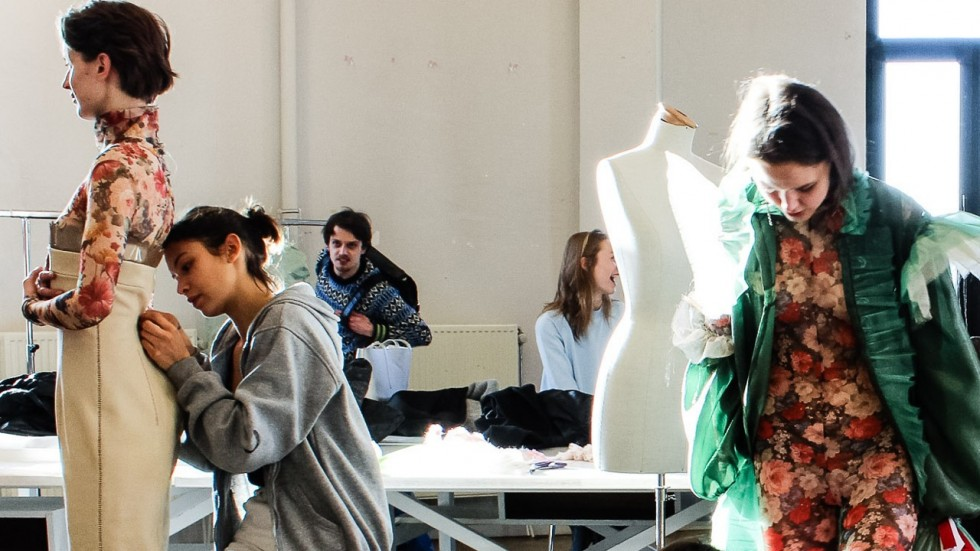 e9ea43af936b Well experienced and dedicated lecturers in the fashion schools and  colleges in our time have an aim to provide the best guidance to all  students.